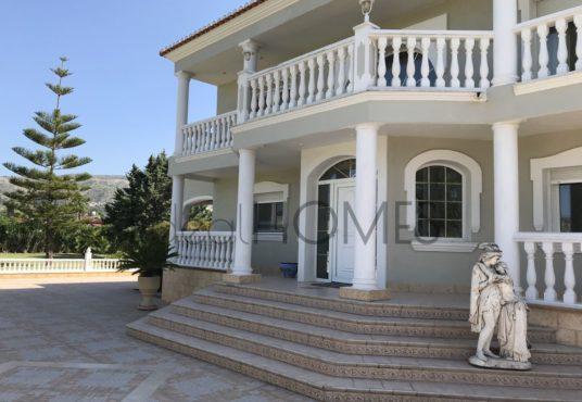 Villa a la venta ubicación discreta Costa blanca_entrada