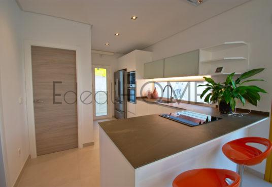 Adosados de obra nueva Dénia_cocina tres habitaciones