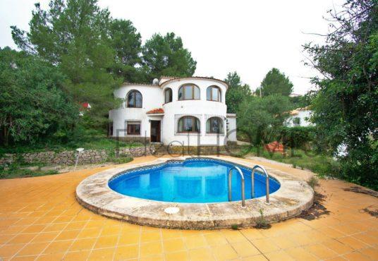 Casa a la venta en Benidoleig_piscina y fachada