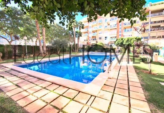 Apartamento en Dénia con vistas a la montaña piscina